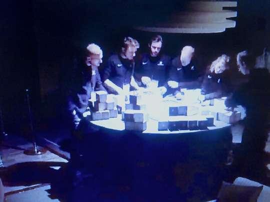 Datumprikker team aan het puzzelen